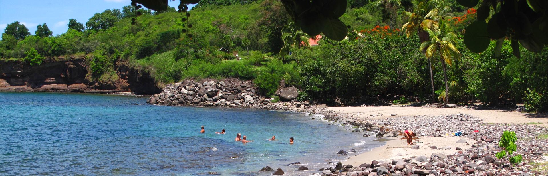 plage-bouillante-basse-terre-guadeloupe-gite-bungalow-cabazat-creole